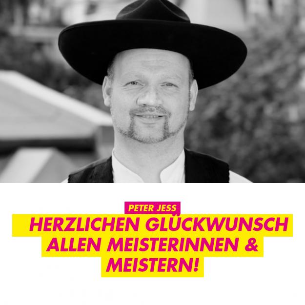 Peter Jess in Zimererkluft: Herzlichen Glückwunsch allen Meisterinnen und Meistern